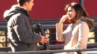 Chica pillada en un casting para tv termina follando por dinero